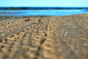 След на песке 2